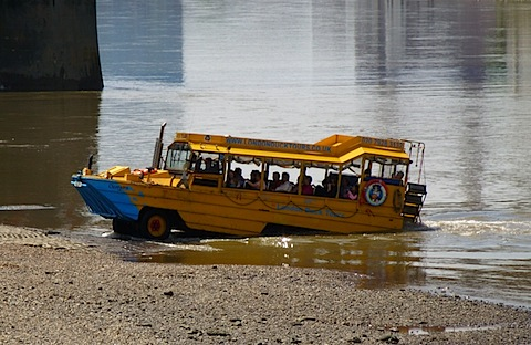 Duck_Tour_boat_beaching